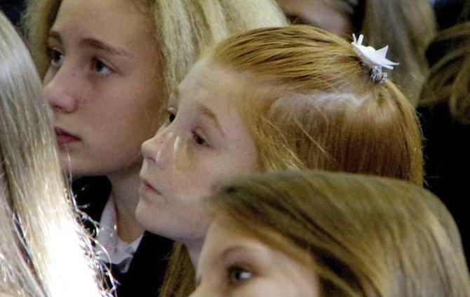 4POY PRINT girls watching survivor